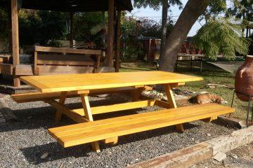 ריהוט  8 – שולחן פיקניק ענק